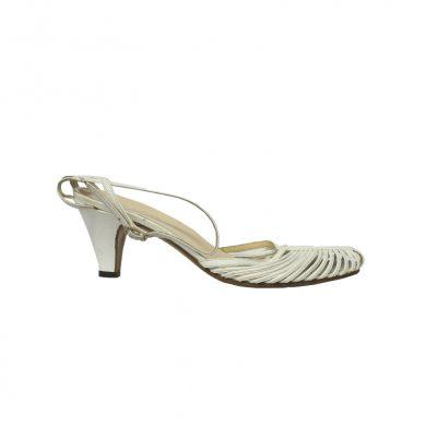 valkoiset sandaletit