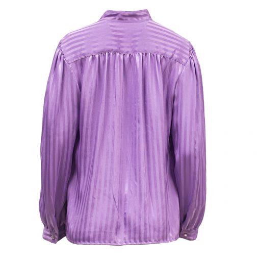 laventelinvärinen paita