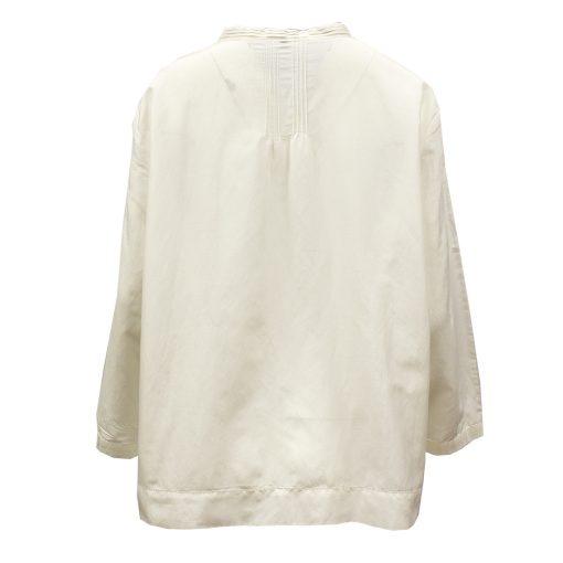 valkoinen silkkipusero