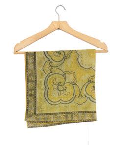 Vanha keltasävyinen ornamenttihuivi
