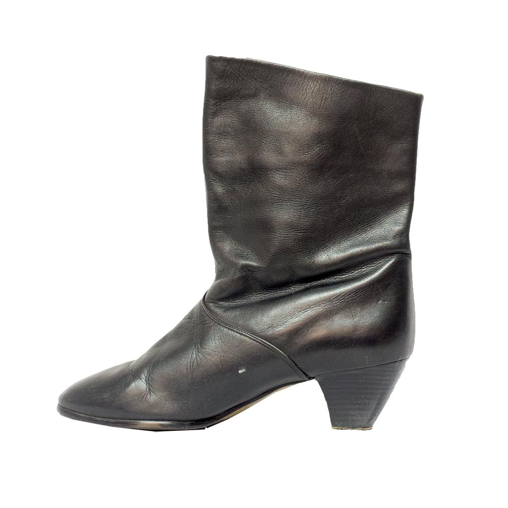Ara, mustat nahkanilkkurit - 5,5